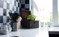 A clean kitchen in 7 easy steps.