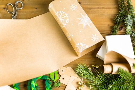 6 easy holiday gift wrap ideas.