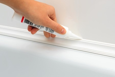 Bathroom caulking in 4 easy steps.