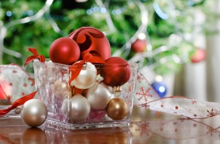 8 easy Christmas decorating ideas.