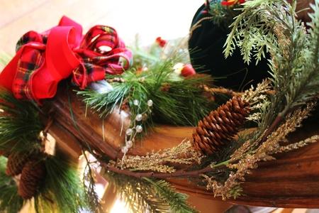 How to keep Christmas garland fresh.